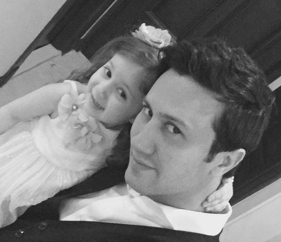 بیوگرافی و عکس های شاهرخ استخری همسر و دخترش