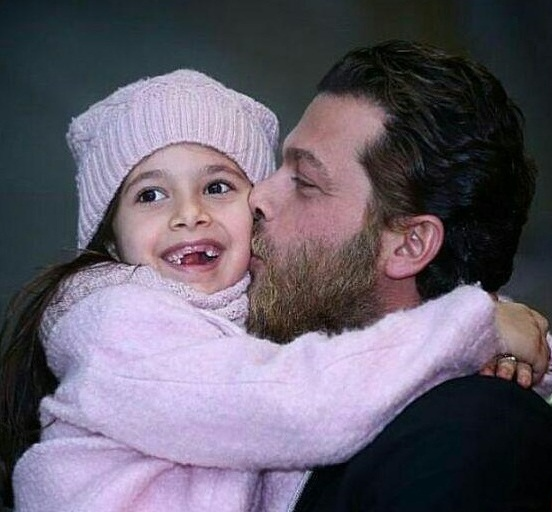 بیوگرافی پژمان بازغی؛ عکس های پژمان بازغی و همسر و دخترش