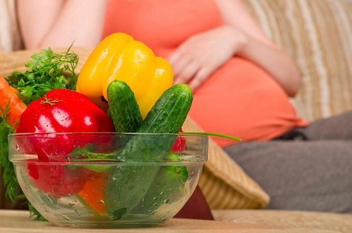 در دوران بارداری چه غذاهایی بخوریم؟