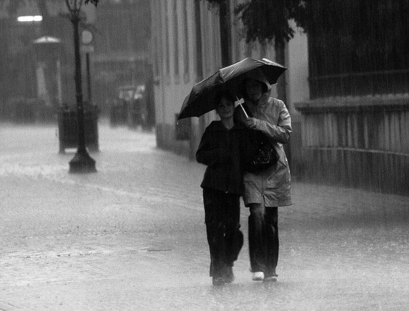 متن و جملات عاشقانه بارانی؛ اس ام اس و شعر مخصوص روزهای بارانی