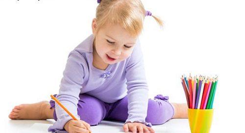 نشستن خطرناک کودک؛ عوارض منفی قورباغه ای نشستن کودک