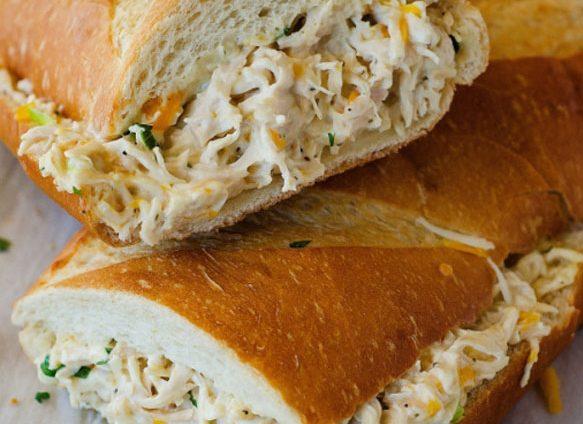 طرز تهیه سالاد فرانسوی با مرغ و خلال بادام