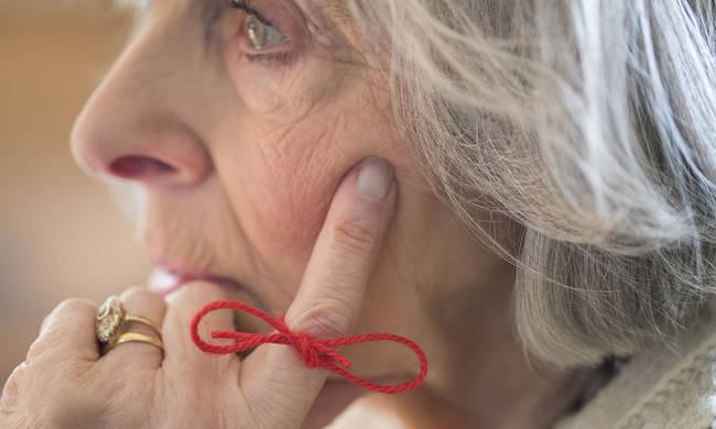 نشانه های اولیه آلزایمر کدامند؟