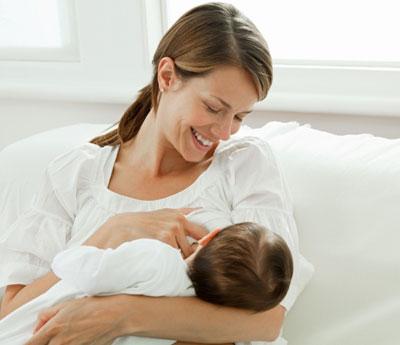 آموزش شیر دادن به نوزاد؛ مرحله به مرحله صحیح شیر دادن به نوزاد