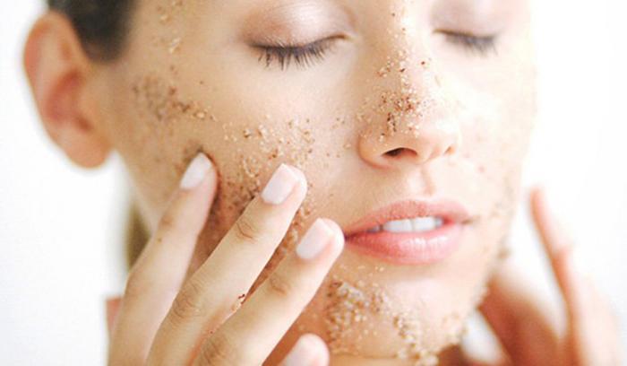 اسکراب صورت چیست و چه تأثیری بر روی پوست دارد؟