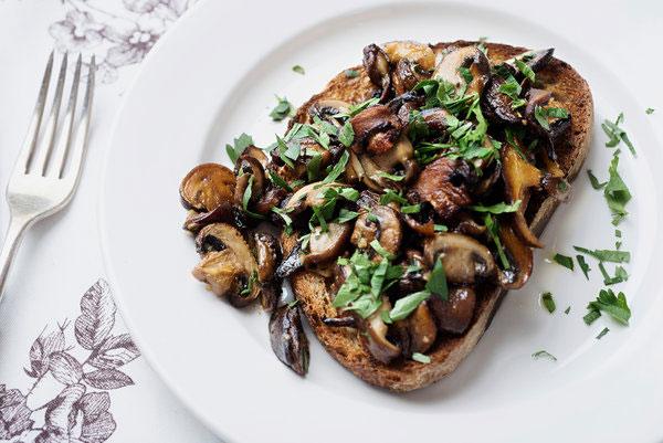 طرز تهیه ساندویچ قارچ و سیر و ساندویچ مرغ و قارچ برای عصرانه