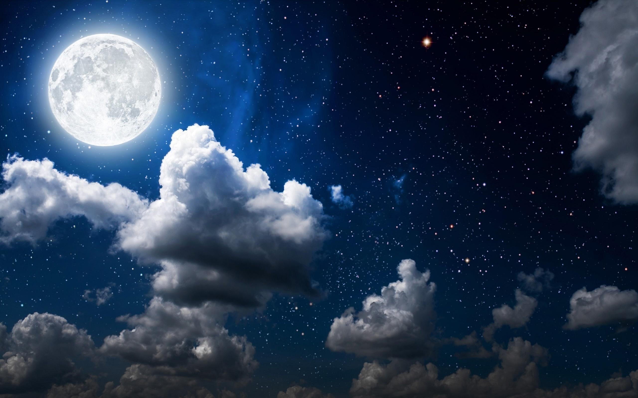 عکس زیبای ماه با منظره شب و ابر