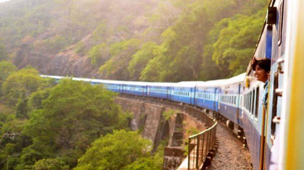 سفر با قطار یا هواپیما