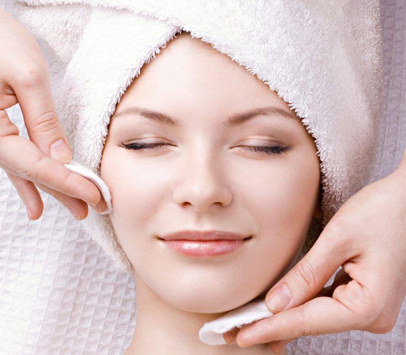 درباره پاکسازی کلینیکی پوست و مزایای آن چه می دانید؟