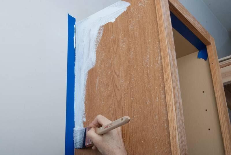 چگونه با کاغذ دیواری، کابینت خود را تغییر دهیم؟