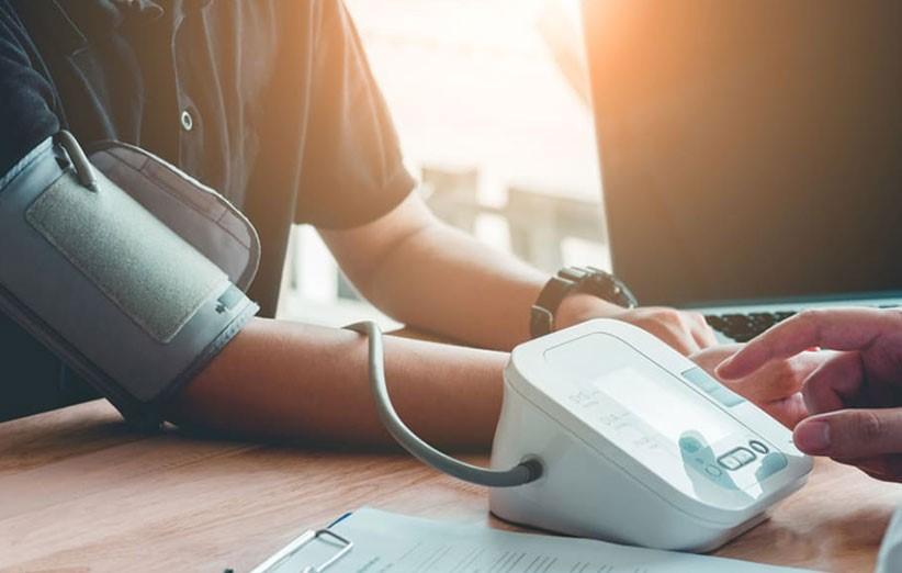 با انواع دستگاه قندخون، دستگاه فشار و سایر ابزارهای سلامت بیشتر آشنا شوید